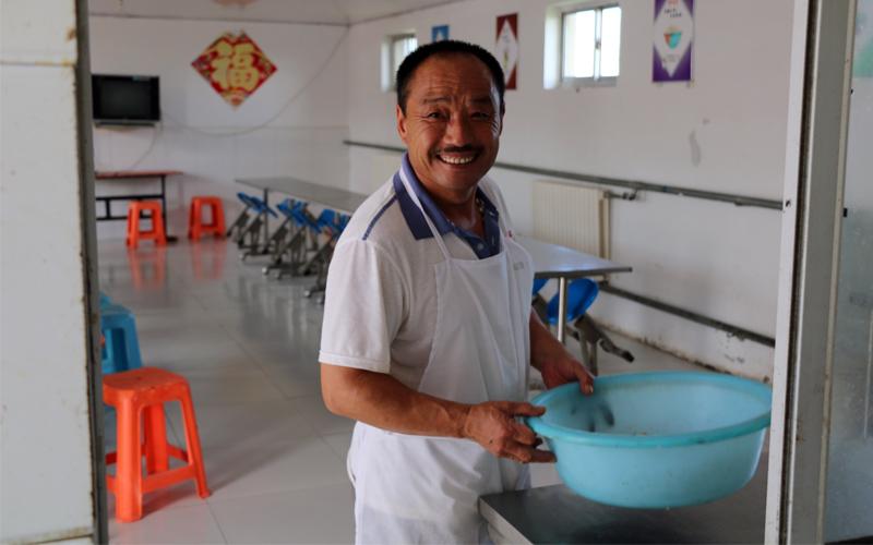 厨师还是原来的厨师,但王立才的笑容更多了。