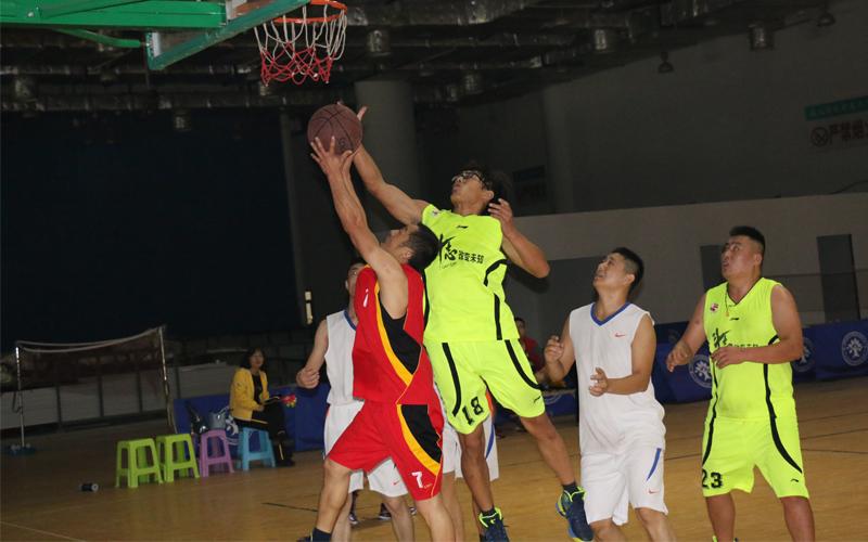 """""""联合编队""""对""""战神"""",篮球表演赛多了不少看点。"""