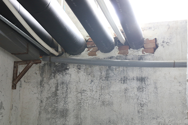 临到期的孵化器粘合剂用来补墙洞,防风又好使。